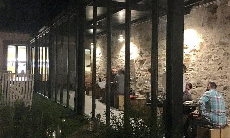 carpinteria de hierro en restaurante a maceta santiago